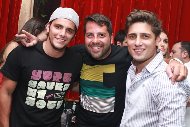 Bruno Gissoni e Daniel Rocha com o promoter Rafael Cuia (Foto: Raphael Mesquita/Divulga&#231;&#227;o)