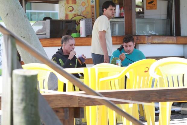 Cauã Reymond e o pai (Foto: Dilson Silva/AgNews)