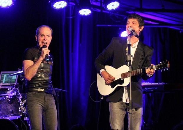 Ney Matogrosso canta com Pedro Luís no Rio (Foto: Onofre Veras/ Ag. News)