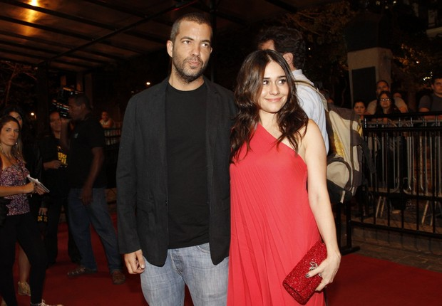 Alessandra Negrini e o namorado, João Wainer, no Festival do Rio (Foto: Isac Luz / EGO)