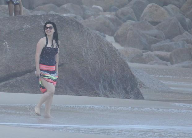 Amy Lee curte praia no Rio (Foto: Gabriel Reis / AgNews)