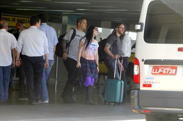 Amy Lee do Grupo Americano Evanescence chega no aeroporto (Foto: Delson Silva / AgNews)
