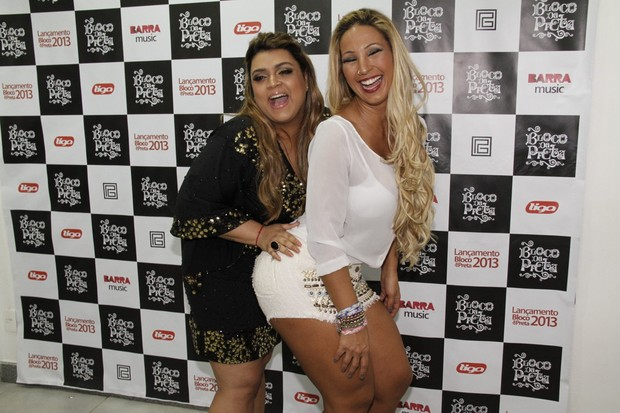 Preta Gil e Valesca Popozuda em bastidores de show no Rio (Foto: Isac Luz/ EGO)