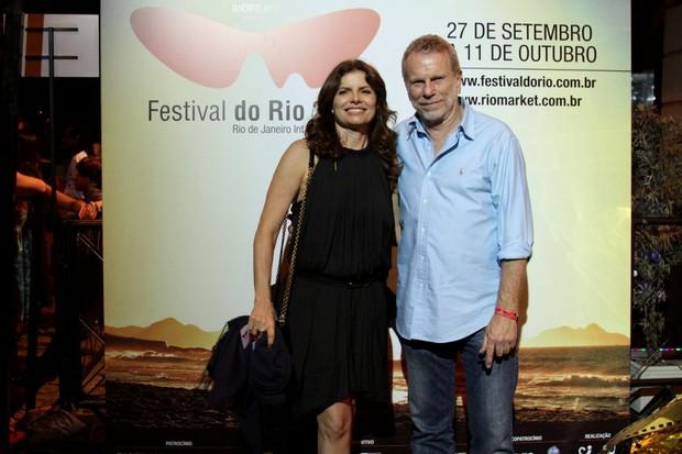 Débora Bloch e o pai em première no festival do Rio (Foto: Henrique Oliveira/PhotoRioNews)