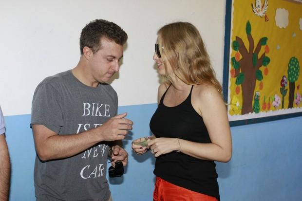 Angélica e Luciano Huck votam nas eleições 2012 (Foto: Felipe Panfili/AgNews)