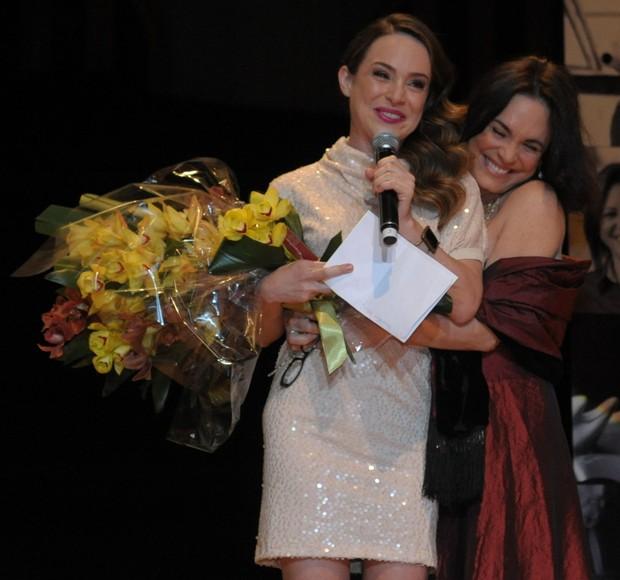 Gabriela Duarte com a mãe, Regina Duarte, em prêmio em São Paulo (Foto: Francisco Cepeda/ Ag. News)