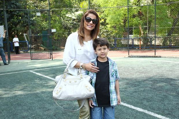 Nívea Stelmann com o filho (Foto: Manuela Scarpa / Foto Rio News)
