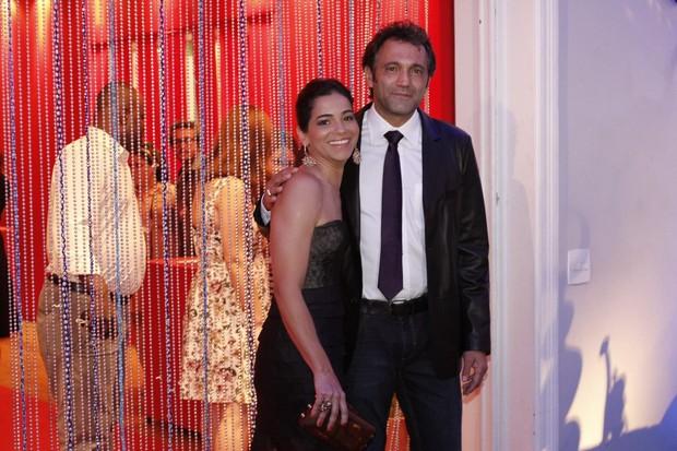 Domingos Montagner e a mulher na festa de lançamento de 'Salve, Jorge' (Foto: Isac Luz / EGO)