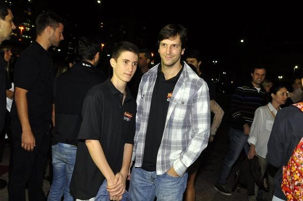 Vladimir Brichta e o enteado, Felipe, no UFC Rio (Foto: Roberto Teixeira / EGO)