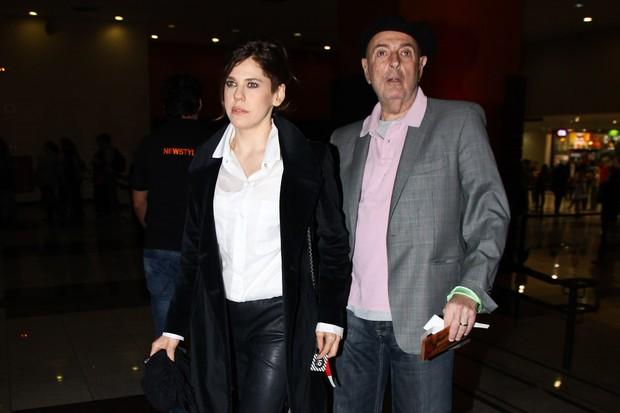 """Bárbara Paz e Hector Babenco na pré-estreia do filme """"Gonzaga - de pai pra filho"""" (Foto: Manuela Scarpa / Foto Rio News)"""
