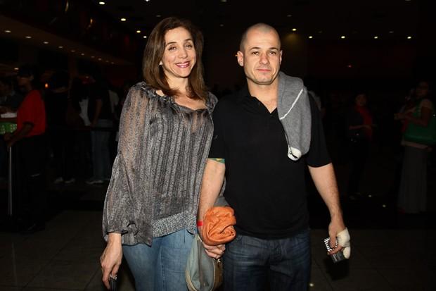 """Marisa Orth e o marido na pré-estreia do filme """"Gonzaga - de pai pra filho"""" (Foto: Manuela Scarpa / Foto Rio News)"""