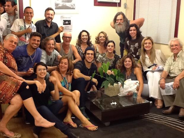 José de Abreu com o elenco de 'Avenida Brasil' nos bastidores (Foto ...