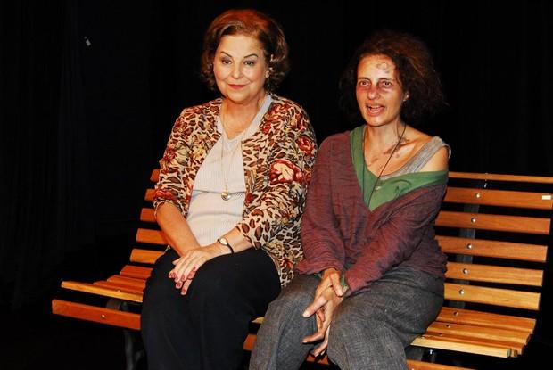 Claudia Mello e Denise Fraga em ação na peça 'Chorinho' em São Paulo (Foto: Celso Akin/ Foto Rio News)