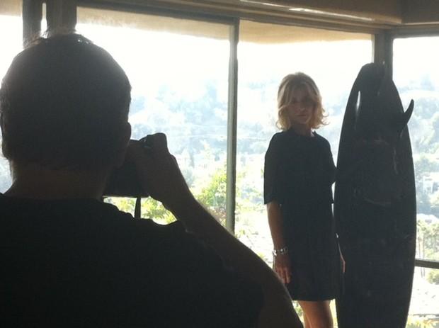 Christine Fernandes fotografa em Los Angeles para a revista 'Estilo' (Foto: Divulgação)