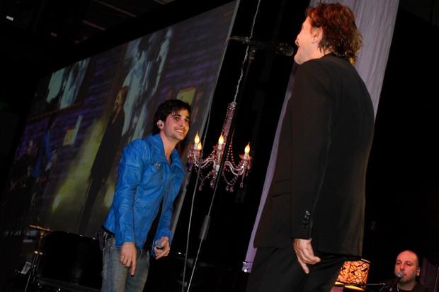 Fiuk e Fábio Jr cantam juntos em São Paulo (Foto: Thais Aline/Ag News)