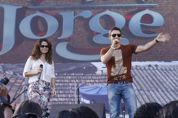 """Elenco de """"Salve Jorge"""" no show de Tiago Abravanel no Complexo do Alemão, RJ (Foto: Roberto Filho  / AgNews)"""