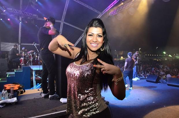 Mulher Moranguinho nos bastidores do show do Naldo em Salvador, na Bahia (Foto: Saulo Brandão/ Divulgação)