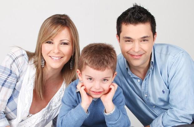 Daniella Faria apresenta o marido e o filho (Foto: Divulgação)