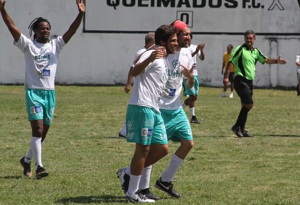Toni Garrido, Bernardo Mesquita e Nicola Siri durante partida do Planet Globe em Queimados (Foto: Cleomir Tavares/Divulgação)