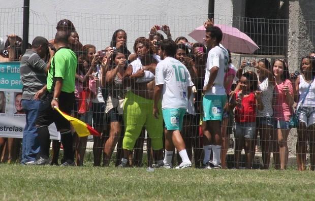 Bernardo Mesquita e Marcello Melo recebem carinho dos fãs (Foto: Cleomir Tavares/Divulgação)