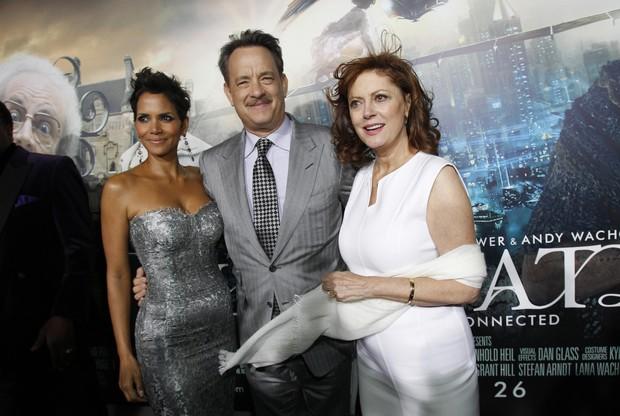 Tom Hanks posa com Halle Berry e Susan Sarandon em première de filme em Los Angeles, nos Estados Unidos (Foto: Mario Anzuoni/ Reuters/ Agência)
