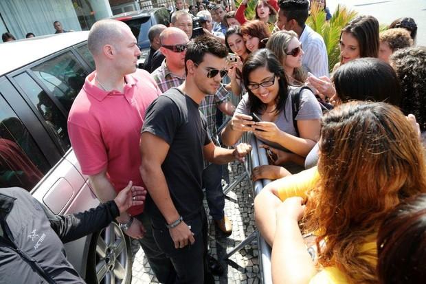 Taylor Lautner - Imagenes/Videos de Paparazzi / Estudio/ Eventos etc. - Página 38 Eo4q1366