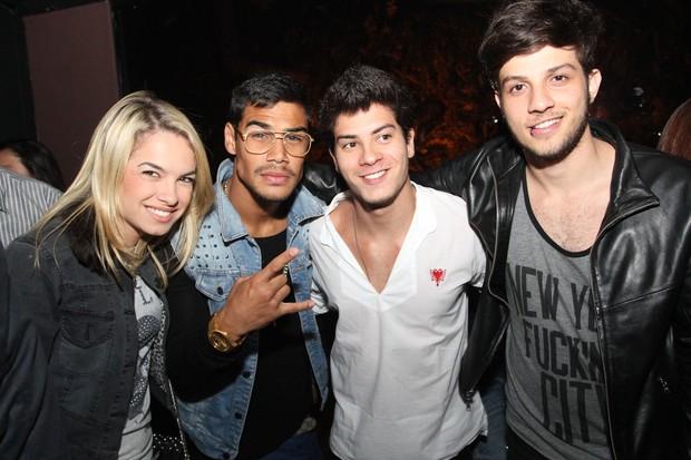 Lua Blanco, Micael Borges, Arthur Aguiar e Chay Suede em show em São Paulo (Foto: Cláudio Augusto/ Foto Rio News)