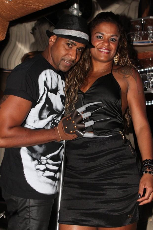 Renatinho da Bahia com a mulher em festa no Rio (Foto: Marcello Sá Barretto/ Foto Rio News)