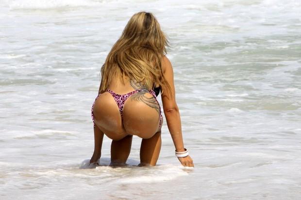 Musa da CPI na praia da Barra da Tijuca (Foto: Roberto Cristino/Foto Rio News)