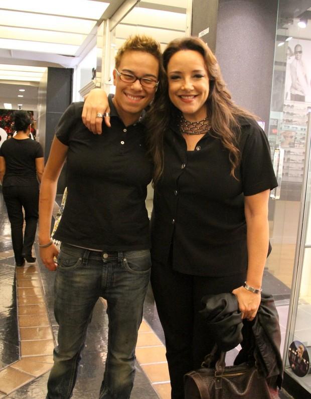 MAria Gadú e Ana Carolina em shopping no Rio (Foto: Daniel Delmiro/ Ag. News)