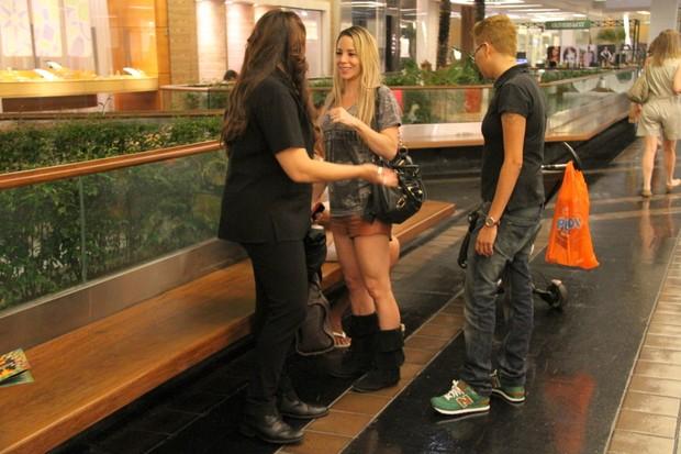 Ana Carolina, Danielle Winits e Maria Gadú em shopping no Rio (Foto: Daniel Delmiro/ Ag. News)