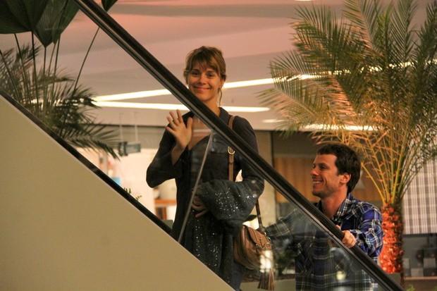 Carolina Dieckmann e Tiago Worcman em shopping do Rio  (Foto: Daniel Delmiro/Ag. News)
