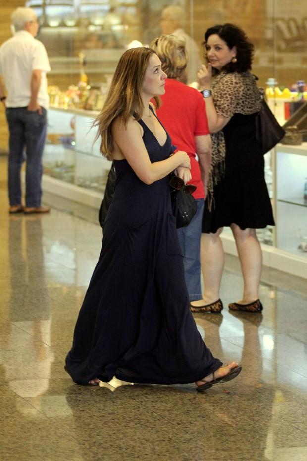 Gabriela Duarte retoca a beleza em salão (Foto: Marcos Pavão/AgNews)