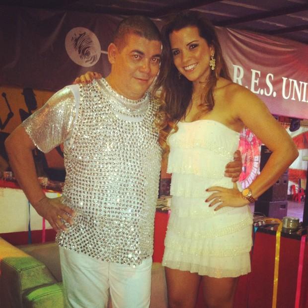 Renata Santos e o presidente da Viradouro Gusttavo Clarão (Foto: Divulgação/R2)