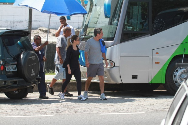 Cléo Pires e Alexandre Nero em gravação da novela Salve Jorge no Recreio, Rio de Janeiro (Foto: Dilson Silva / Agnews)