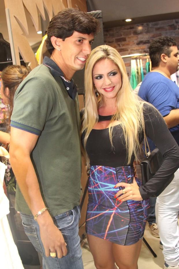 Victor Ramos e namorada (Foto: Uran Rodrigues/Divulgação)