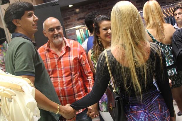 Victor Ramos e namorada, Bruna Canuto (Foto: Uran Rodrigues/Divulgação)