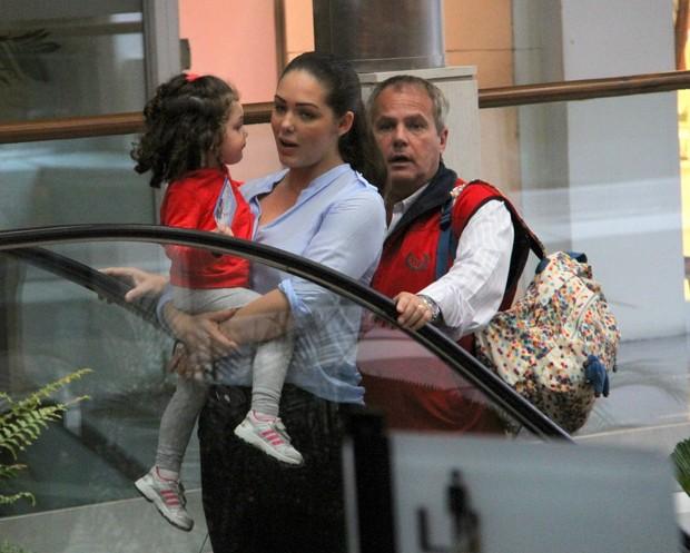 Jayme MOnjardim e Tania Mara passeiam com a filha, Maysa (Foto: Daniel Delmiro/AgNews)
