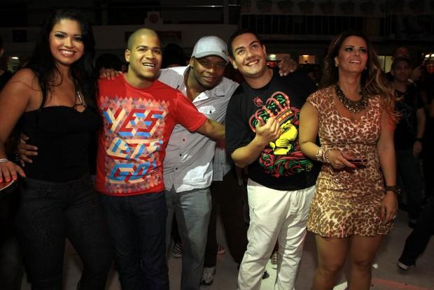 Thatiana Pagung, DJ Timotinho, Viviane Araújo (Foto: Roberto Cristino/Photorionews)