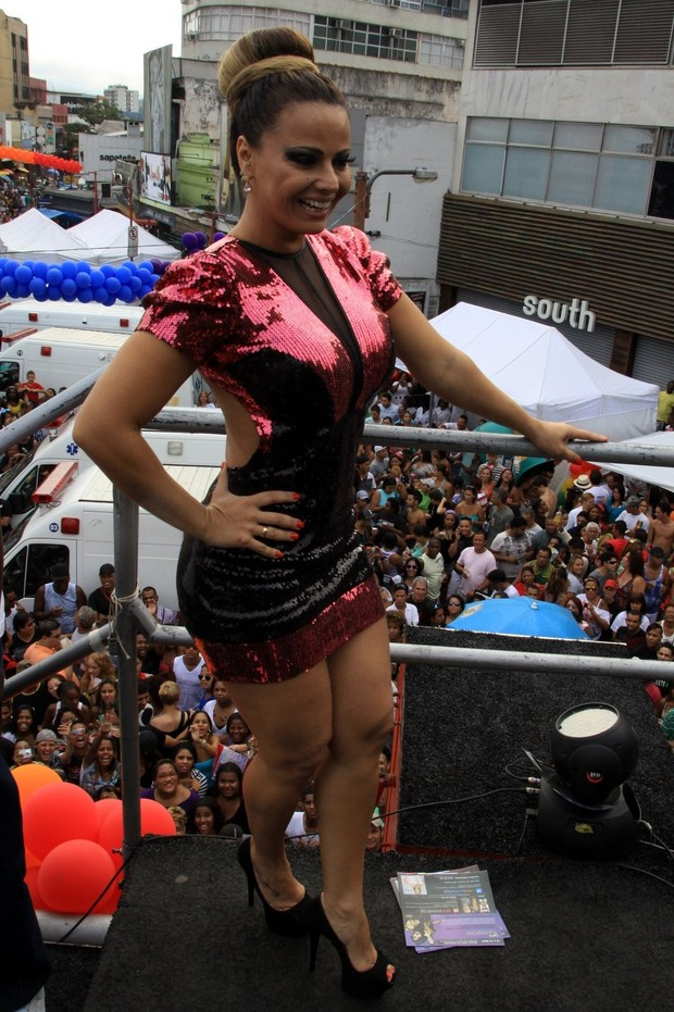 Viviane Araújo na Parada Gay de Madureira (Foto: Roberto Cristino/PhotoRio News)