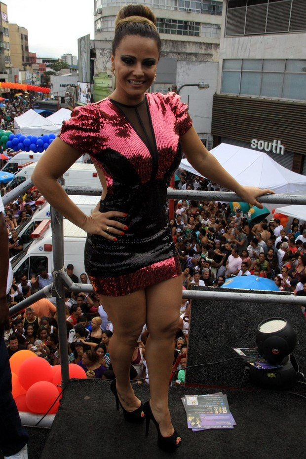 Viviane Araujo na parada gay de Madureira (Foto: Roberto Cristino - Foto Rio News)