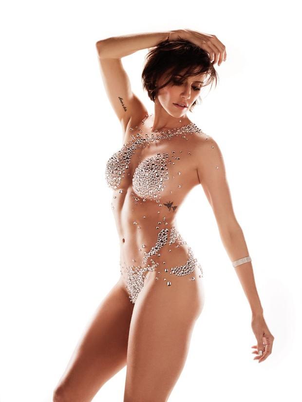 Corpo a Corpo comemora 25 anos com a atriz Deborah Secco coberta por cristais em capa especial (Foto: Divulgação / Revista Corpo à Corpo)