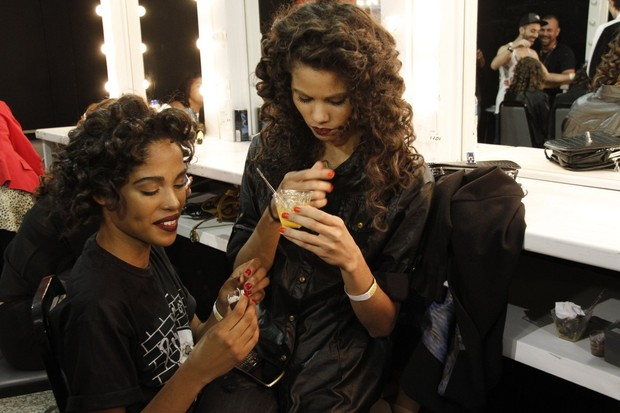 Tamires Mello e Kelly Santos (Foto: Isac Luz/ EGO)