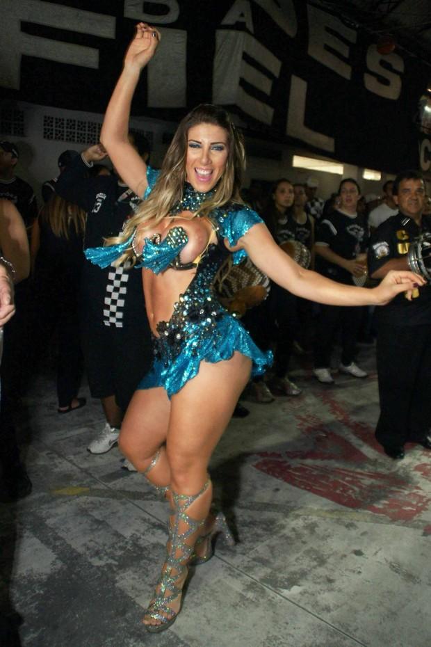 Tatiane Minerato, madrinha de bateria da Gaviões (Foto: Paduardo / AgNews)