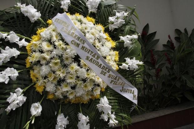 Enterro Marcos Paulo - Coroa (Foto: Isac Luz/EGO)