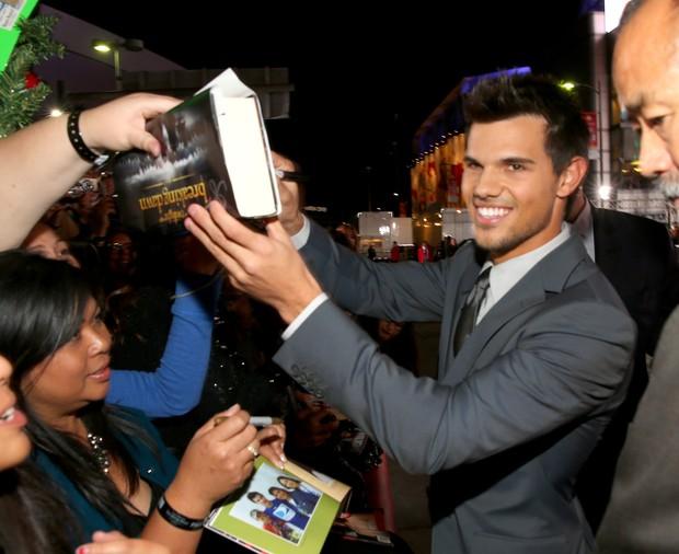 Taylor Lautner em première de filme em Los Angeles, nos Estados Unidos (Foto: Christopher Polk/ Getty images/ Agência)