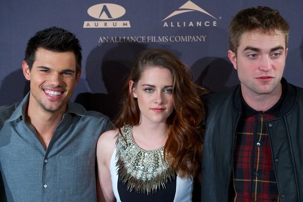 Taylor Lautner, Kristen Stewart e Robert Pattinson em sessão de fotos em Madri, na Espanha (Foto: Carlos Alvarez/ Getty Images/ Agência)