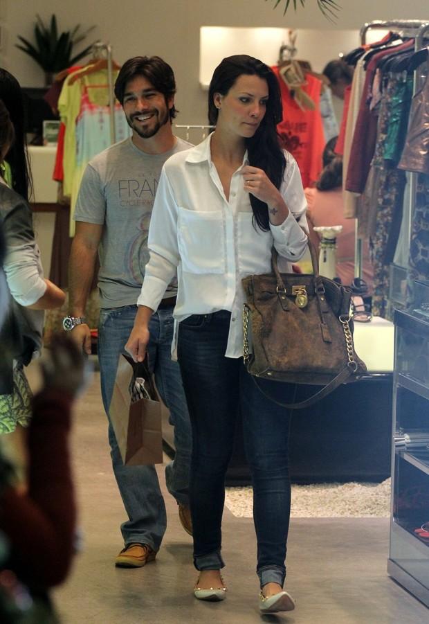 Camila Rodrigues com o marido (Foto: Marcus Pavão / AgNews)