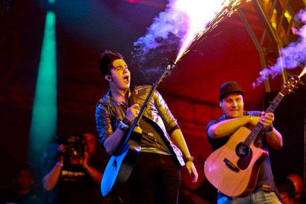 Luan Santana no palco do Caldas Country (Foto: Claudio augusto/Foto Rio News)