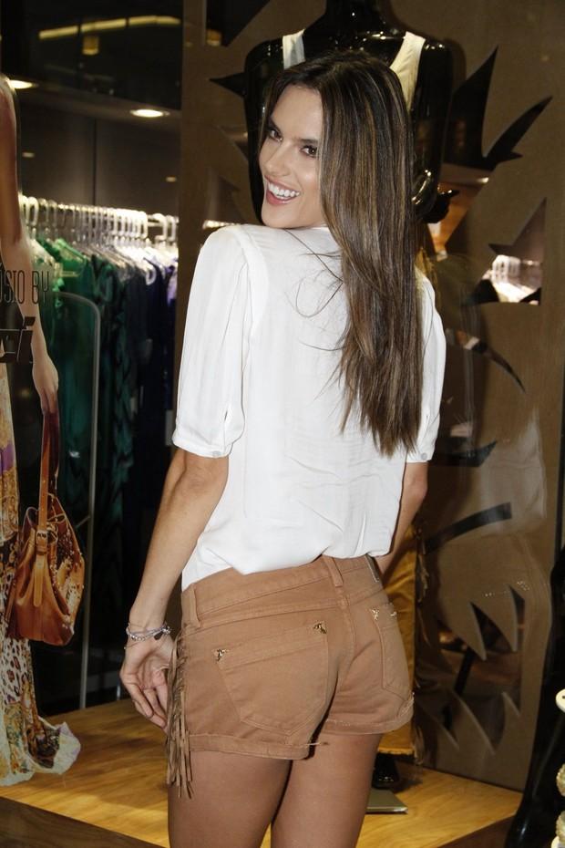 Alessandra Ambrósio no lançamento da coleção na loja Colcci (Foto:  Felipe Panfili e Roberto Filho/AgNews)